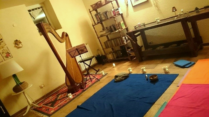 Yin_yoga_and_harp_01
