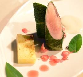 gusto in scena_mauruzio serva_trota croccante con ananas arrosstita, aceto di rose,