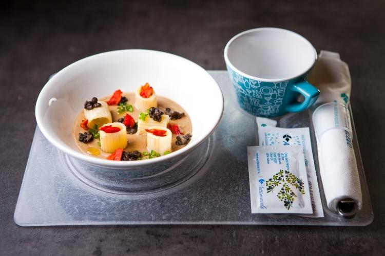 01. Air Dolomiti_Insalata di pasta, fagioli, lenticchie e pomodoro confit